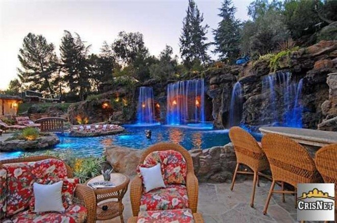 Top 10 bể bơi độc đáo nhất của giới nhà giàu12