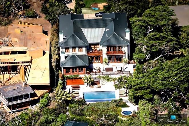 Top 10 bể bơi độc đáo nhất của giới nhà giàut