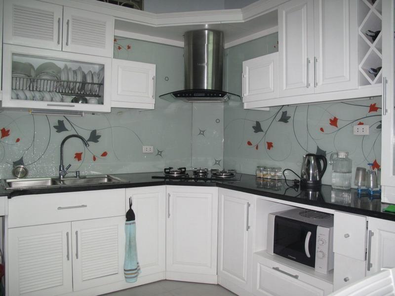 Nhà bếp đẹp và độc đáo với kính cường lực được in hình4